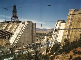 Shasta_dam_under_construction_edit
