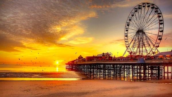 Blackpool_Piers-4